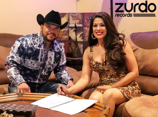 picture Magali signs with Zurdo records